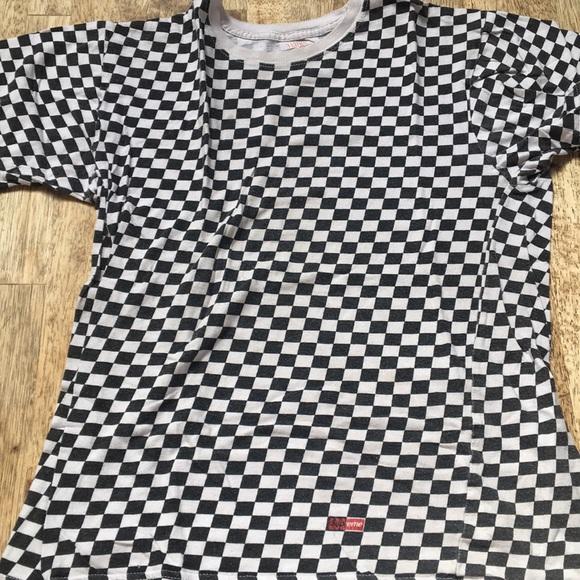 eece62225cab Authentic supreme x hanes checkered shirt. M_5c770054c89e1d03a12484ba